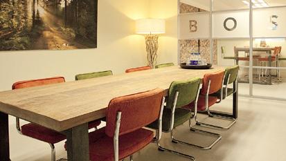 De BOS trainingslocatie in Ermelo heeft een mooie informele ruimte voor pauzes e.d.