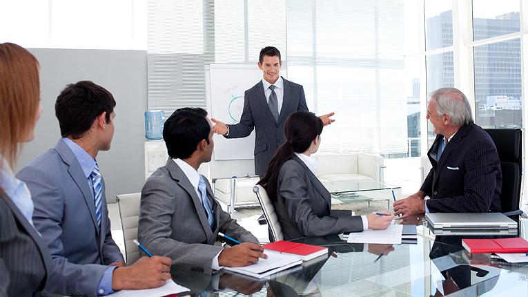 Het BOS programma Professioneel Pitchen leert deelnemers om in korte tijd gestructureerd, overtuigend en enthousiast zichzelf, de organisatie, producten te presenteren.